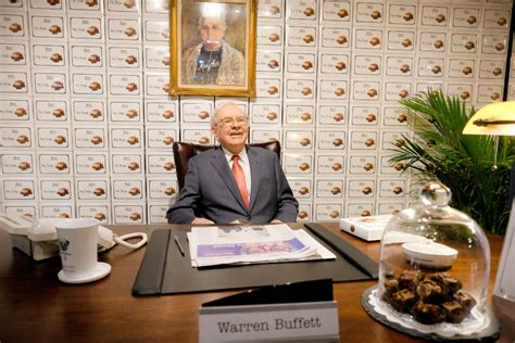 Warren Buffett Holds Forth on Sharing the Wealth - The New